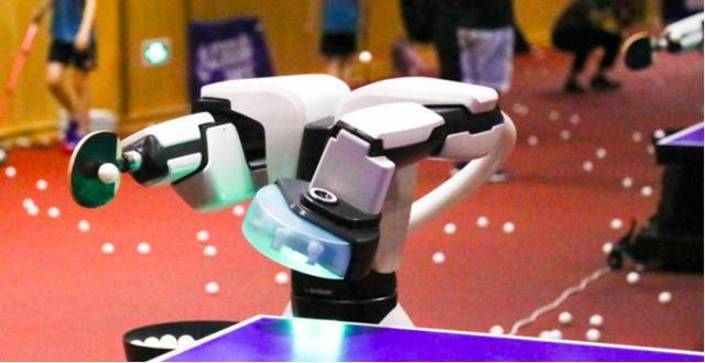 实力堪比国家队,曾比拼邓亚萍,「AI发球机器人」上岗