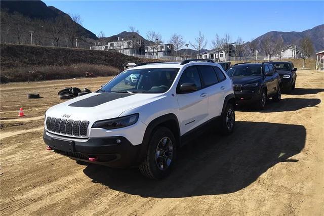 jeep自由光改装图片