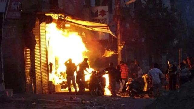 女孩被姦殺,疫情感染人數突破100萬,這些點燃了印度暴動導火索