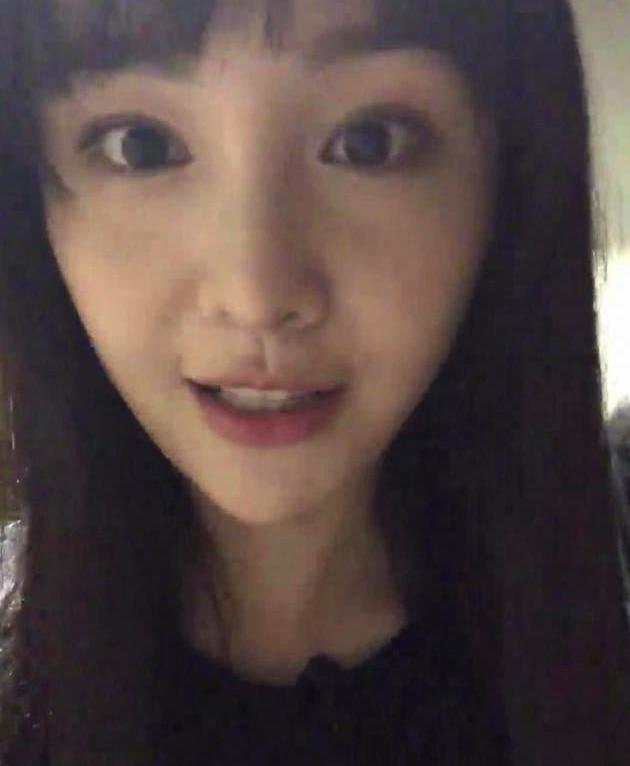 郑爽瓜子脸空气刘海发型图片大全_明星发型_西子美发网