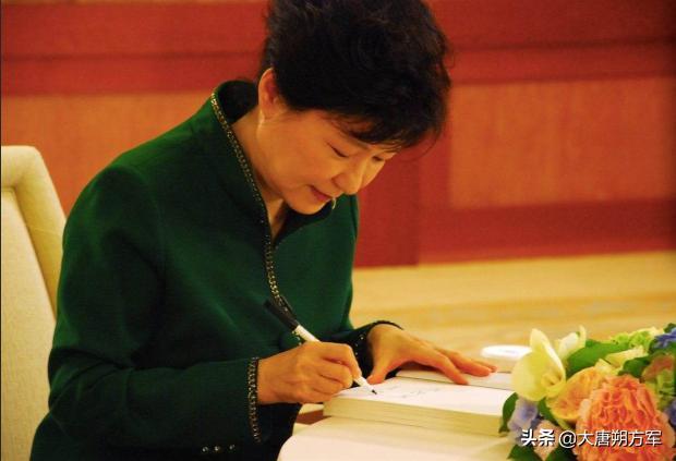 韩国前总统朴槿惠再加刑!出狱或近百岁!_东方头条