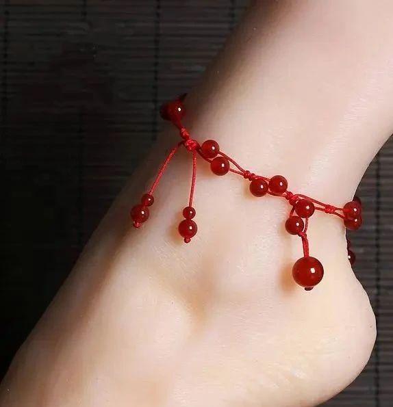 女人脚上系红绳是干什么的-第2张图片-IT新视野