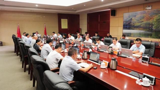 长汀县召开县委理论学习中心组学习会