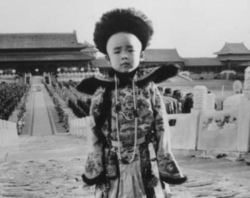 溥仪去世时大清已经灭亡50多年,为何还能葬入清西陵?原因在她