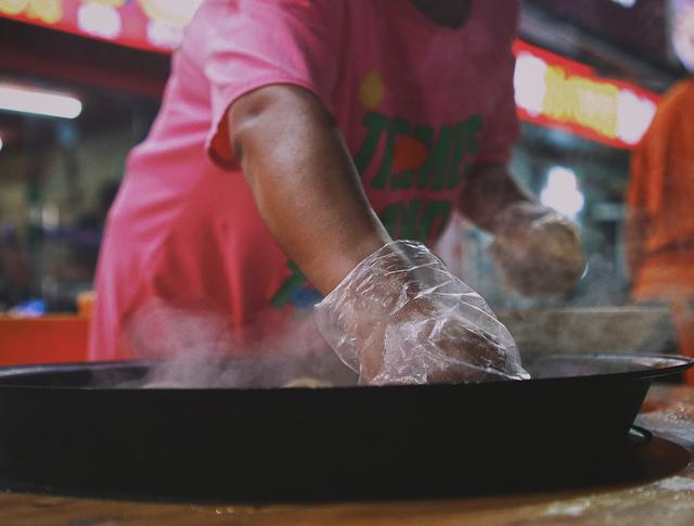 东北这一锅,可鸡可鱼可大鹅还能烙饼,人均70元吃饱饱还有烤蝉蛹
