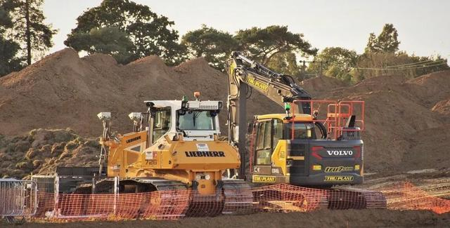 在非洲,中国挖掘机火得一塌糊涂!当地人靠开挖掘机发家致富