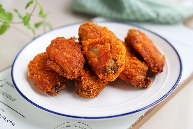 这样做的鸡翅,不用油炸,却比油炸还好吃,外焦里嫩,健康无油烟