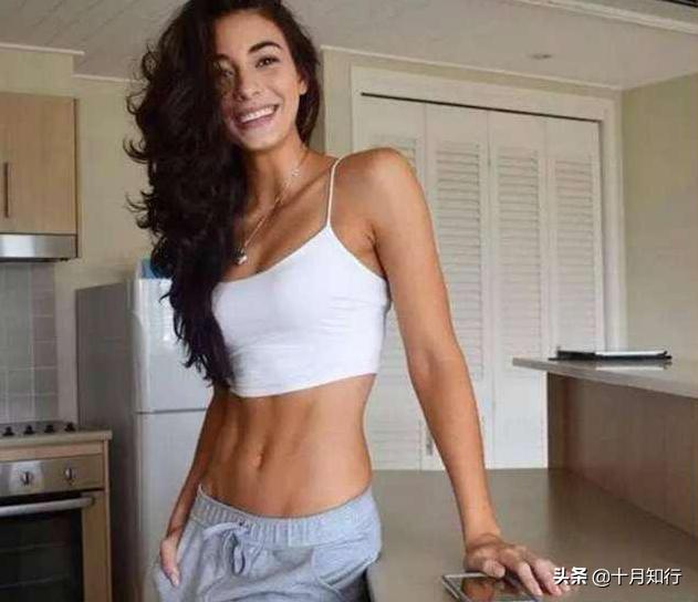要馬甲線更漂亮,只練卷腹還不夠,要重視腹斜肌勾勒整個腹肌線條