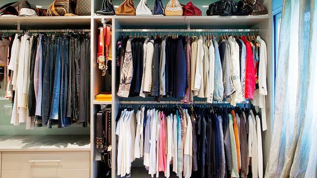 衣服太多衣柜放不下,教你个叠放衣服的小窍门,衣柜能省一半空间