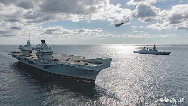 嫌中国不听话,英国欲派航母来南海示威航行,专家:你没那个实力
