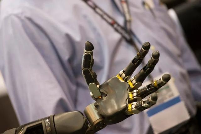店员要失业了?全新AI机器人营业员将进驻日本全家&罗森