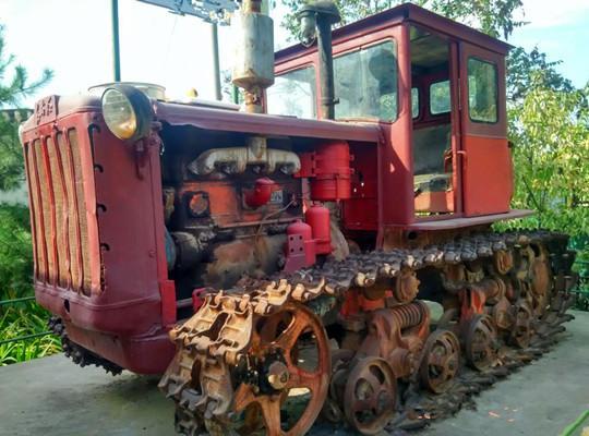 东方红轮式拖拉机