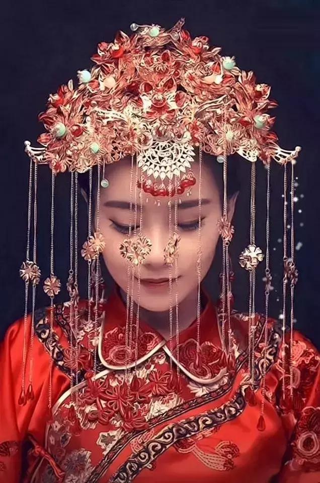 皇后嫁衣凤冠霞帔图片