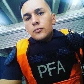阿根廷警察买游戏机,连开23枪打死卖家,法官却下令将他当庭释放