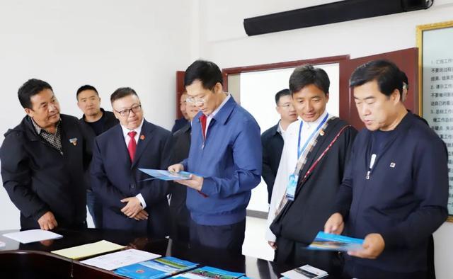 胡焯:发挥基层组织作用 巩固和谐稳定局面