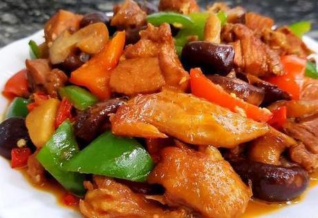香菇鸡胸肉,营养丰富,汤汁浓郁,特别美味