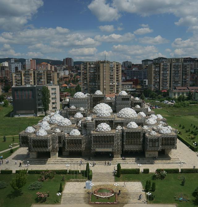 巴西除巴西利亚外有什么著名的现代建筑?