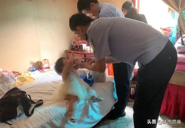 女毒枭找了小18岁的男友,还生了女儿!母女分离这一刻,她哭诉:这是我造的孽!