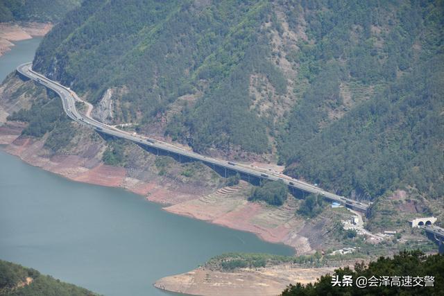 会泽县公安局高速公路交巡警大队关于管辖G85银昆高速公路会泽段里程数及调整执法取证设备公里桩的公告