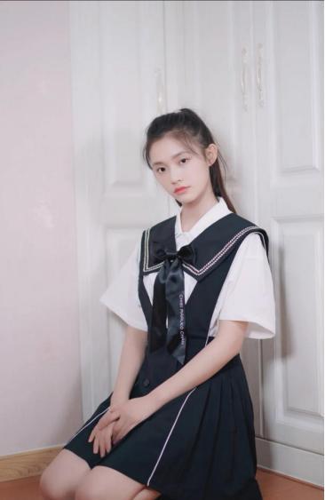 穿出學院風的小清新,更顯青春更顯氣質,林允婁藝瀟你更喜歡誰
