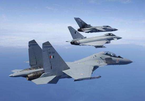 印军向边境集结重兵:苏30已进入一线,不知道前方为飞行禁区吗?