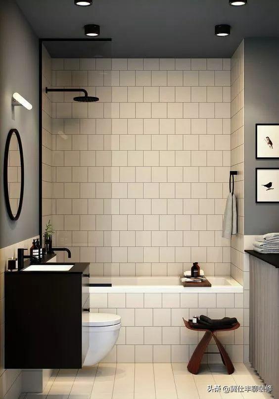 借鉴一下这12个小卫生间案例,浴缸、浴室柜和马桶这样布局就对了