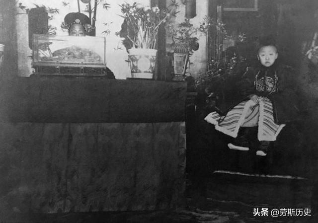末代皇帝溥仪的登基大典:在场百姓无一下跪,4年后大清完了