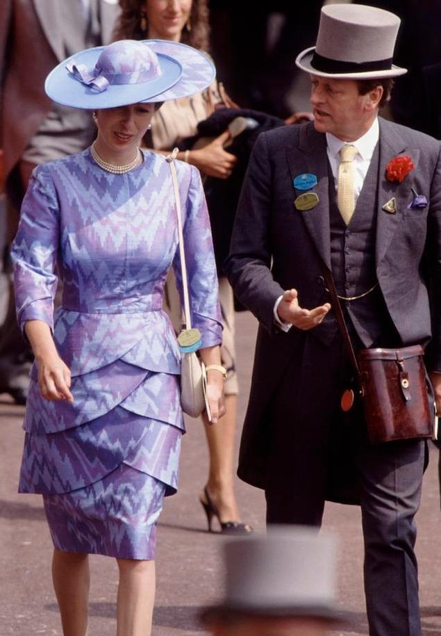 安妮公主宠爱哈利,曾说戴安娜爱出风头,却对侄子上演
