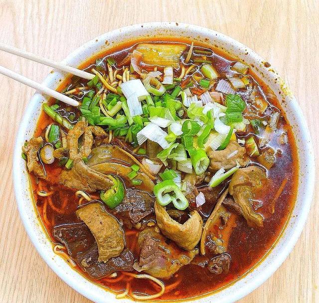 爱下厨的黄磊,晒出一碗面后,网友纷纷跟着学做,看着真热闹