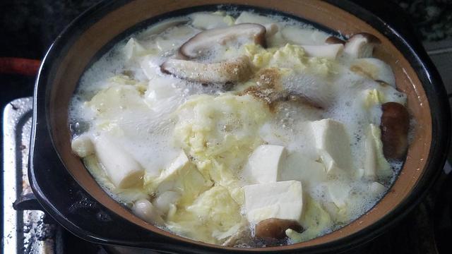 豆腐别煎着吃了,教你一道豆腐蘑菇汤,味道清淡去油腻,减肥多喝