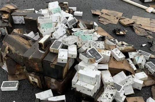损失巨大!南京一货车侧翻起火,2 万部苹果 iPhone 手机被烧毁