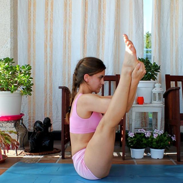 瑜伽中的倒立美学,性感来袭,练得停不下来