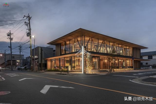 红雪松配钢材和其他木材混合搭配,打造现代日式风格木结构诊所