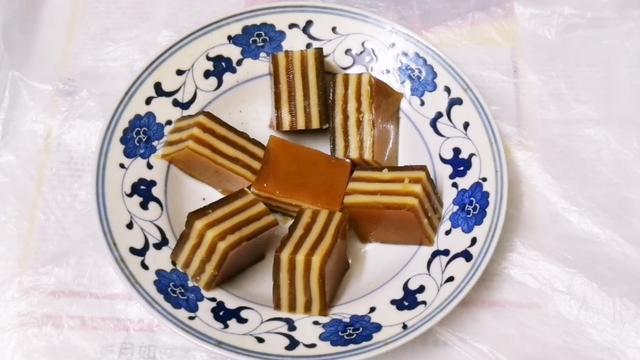 簡單易做,香甜可口千層椰汁馬蹄糕