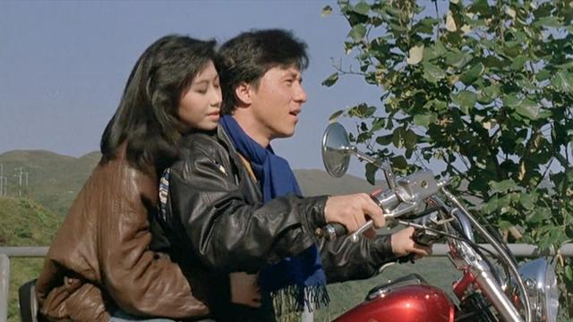 飞龙猛将:成龙摩托载美女,一直急刹揩油,你做过吗?