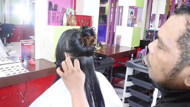 长发小姐姐想剪短发,第一剪刀下去就后悔了,效果出来却很满意