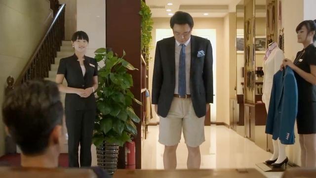 大叔上身西服下身短裤,小伙却说他非常帅,连贝克汉姆都这样穿