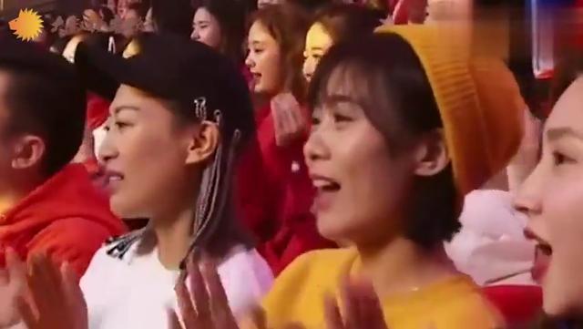 """王小妮与姐姐王二妮多次同台 被誉为""""姐妹花""""_手机网易网"""
