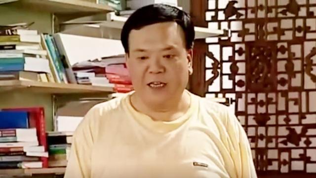 还记得他吗?家有儿女中刘星的爸爸,如今满头白发抱... _新浪看点