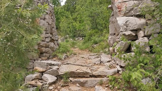 大别山天堂寨,在安徽的一半为5A景区,百元门票看一半风景值不值