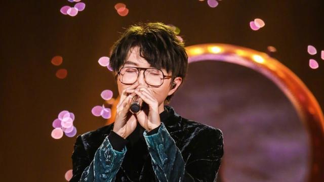 毛不易在上海的演唱会,全场八万人坐满,影响力真大