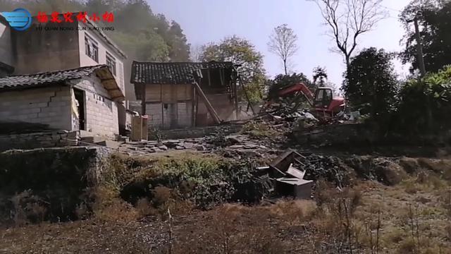 第一次见挖挖机房子,拆房子来种地