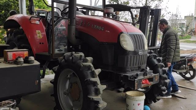 撒完化肥就是种地,一亩地两包化肥,二手华夏拖拉机作业效果不错