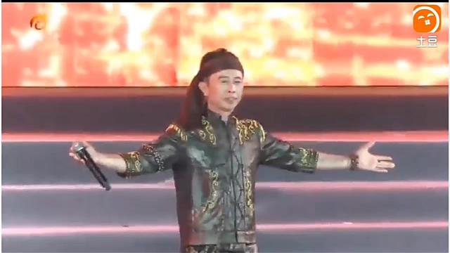 抗疫路上,傣族歌手一曲《一起加油》满满正能量,一起加油!