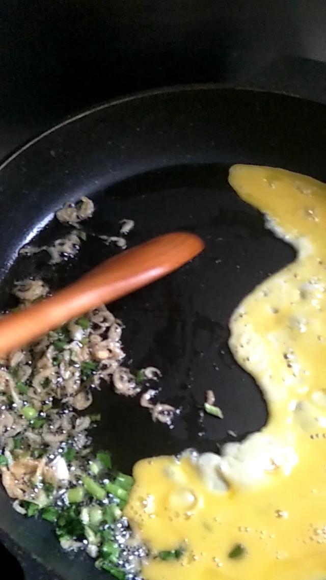 简单的午饭,鸡蛋红萝卜炒米饭+凉拌三丝