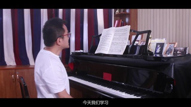 踩钢琴踏板的正确姿势