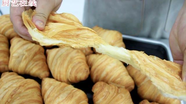 完美的可颂面包,每咬一口都像在嘴里踩落叶!