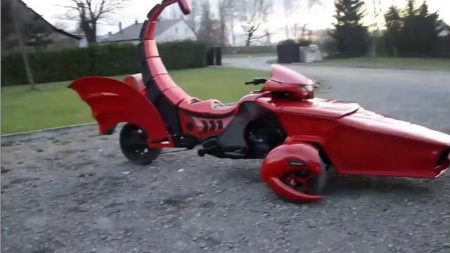 ...0年前老爷车获灵感,用7年将宝马摩托车改装成倒三轮_网易视频