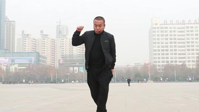 公园里跳广场舞