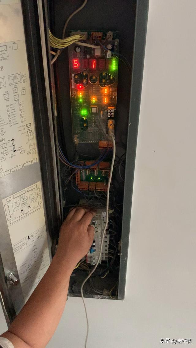 无机房电梯井道尺寸图